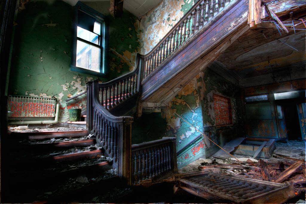 заброшенная лестница
