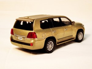 Lexus LX 570 right til