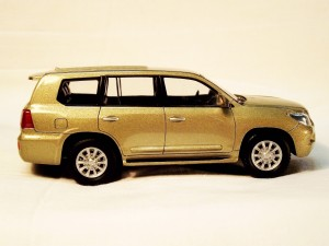 Lexus LX 570 right